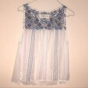 Abercrombie & Fitch white and blue floral top L